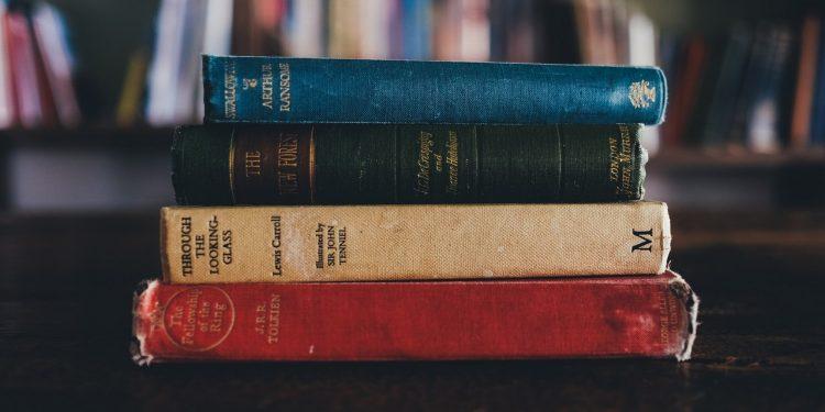 books-1246674_1920-750x375.jpg